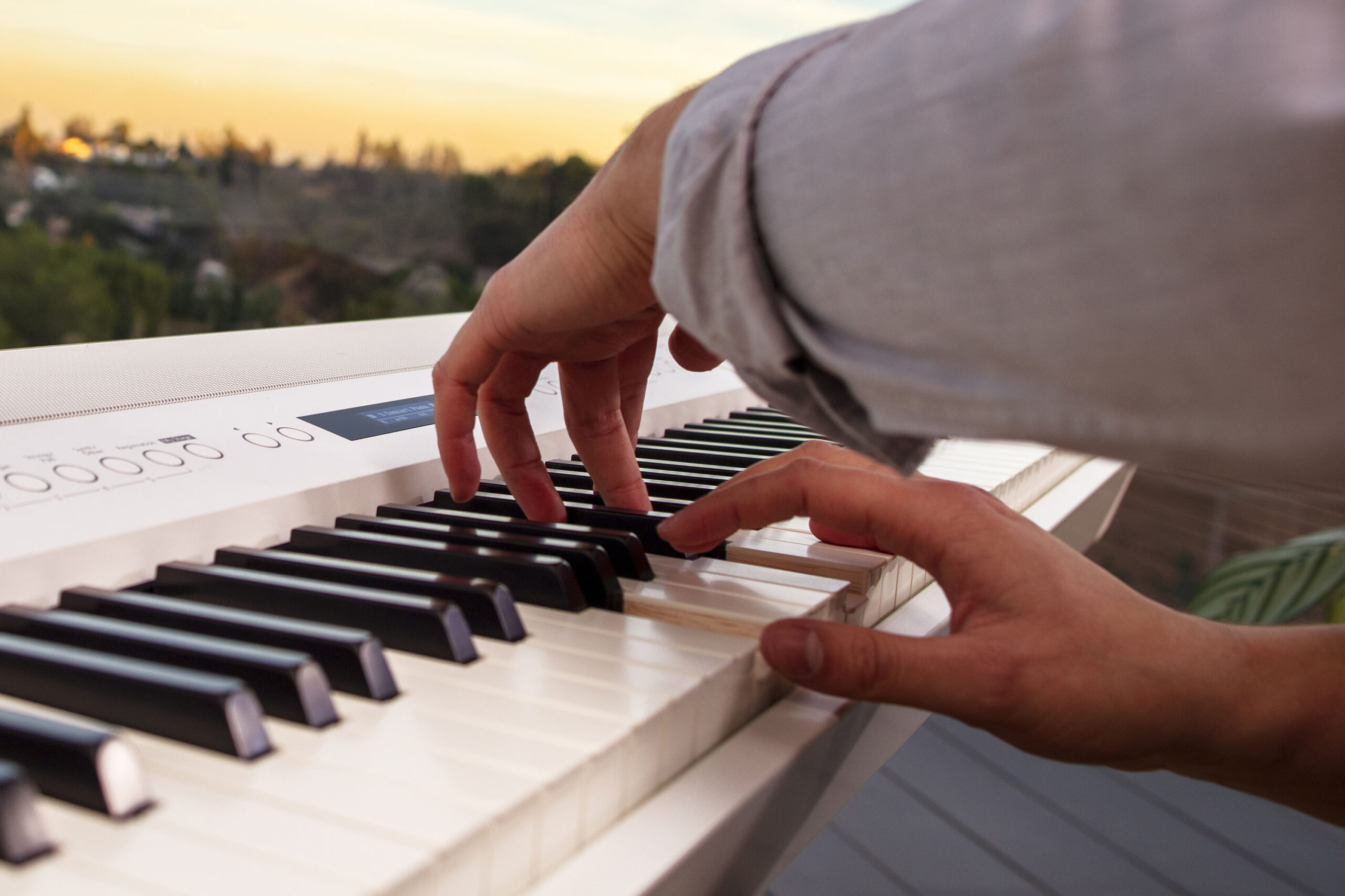 ROLAND COMMERCIALISE LA GAMME DE PIANOS NUMÉRIQUES FP-X